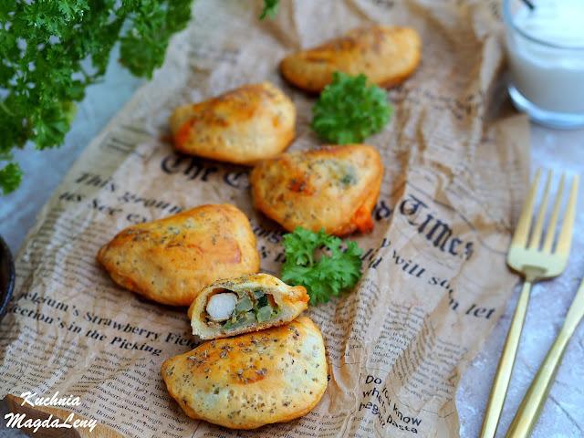 Pieczone pierogi z brokułami i kurczakiem
