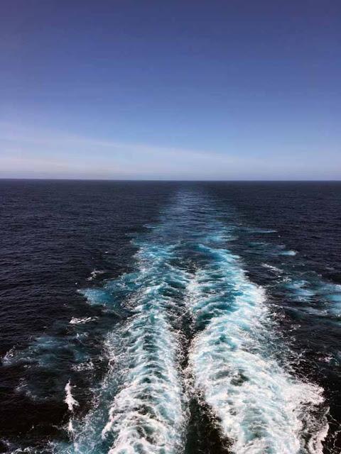 Наш след. На круизном лайнере в Атлантическом океане