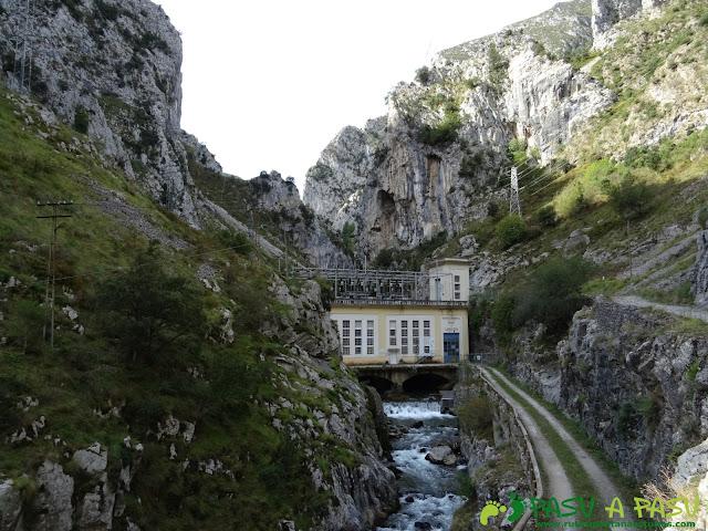 Canal de Reñinuevo: Central de Urdón