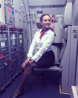 Flight Attendance Cabin Crew Pramugari cewek manis rambut kaos manis