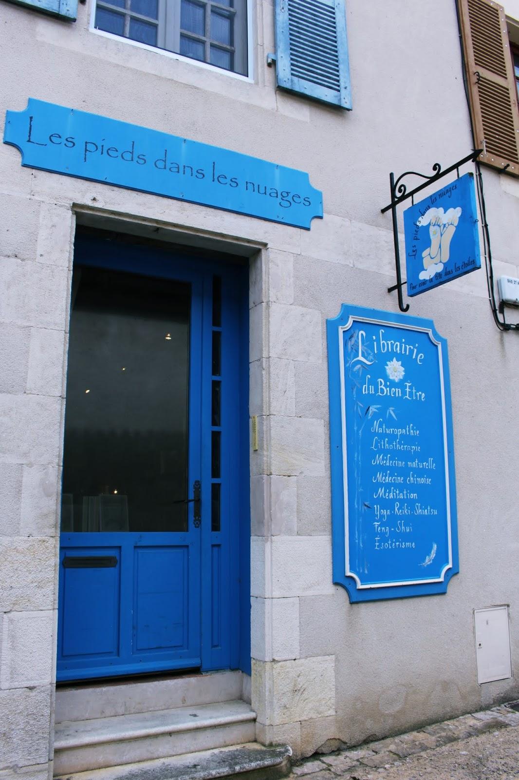 porta azul da loja