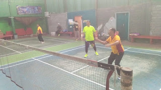 Jaga Imun Tubuh, Kapolres Luwu Utara Olahraga Badminton Bersama PJU