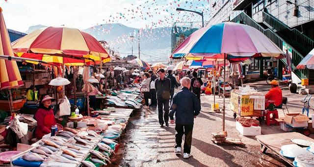Khung cảnh chợ cá Jagalchi.