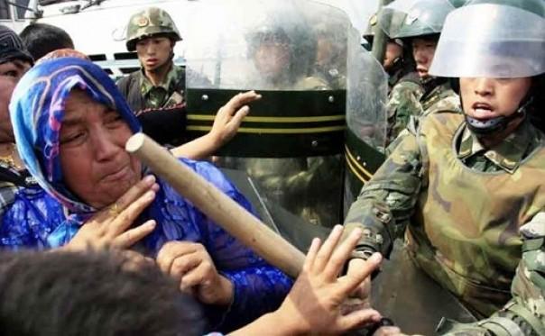 Astagfirullah! China Paksa Muslim Makan Daging Babi Tiap Jumat