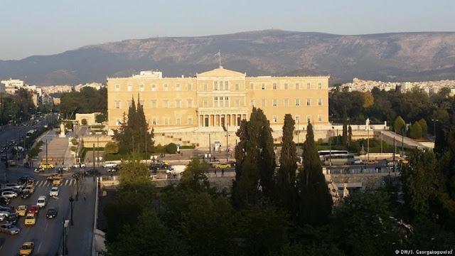Τι είδους δημοκρατία έχουμε στην Ελλάδα; Θεωρία, πράξη και συμβολισμοί