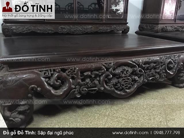 Sập đại ngũ phúc được trưng bày tại cửa hàng đồ gỗ Nam Định Đỗ Tĩnh