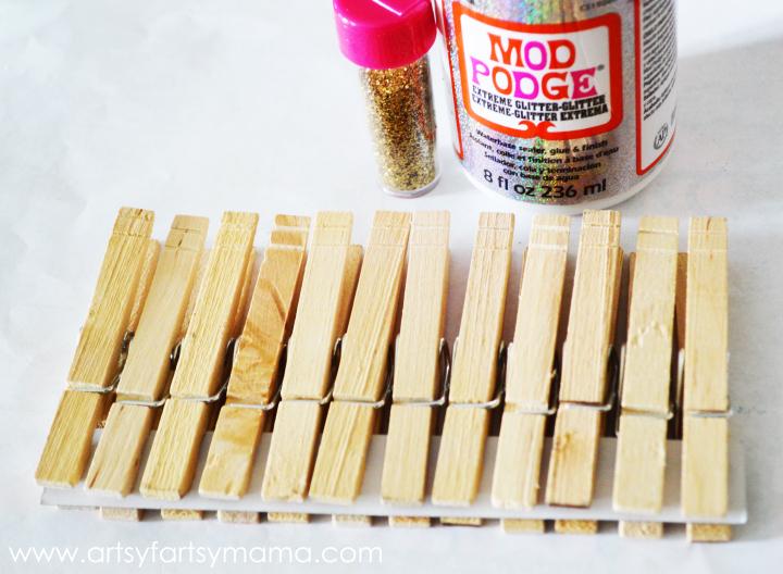 DIY Glittered Clothespins for $1 at artsyfartsymama.com #glitter #clothespins