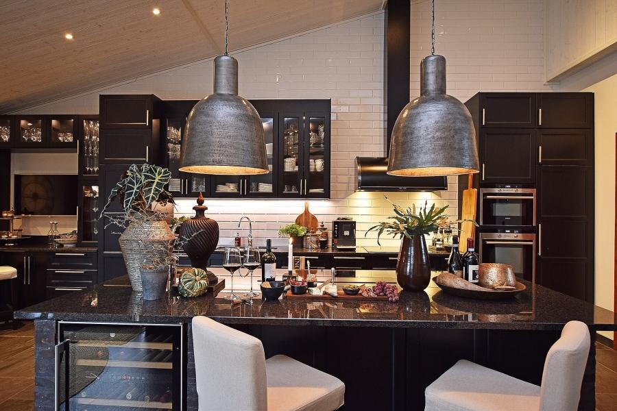 Klasyczna elegancja z rustykalną nutą, wystrój wnętrz, wnętrza, urządzanie mieszkania, dom, home decor, dekoracje, aranżacje, styl klasyczny, styl rustykalny, drewno, kuchnia, kitchen, jadalnia