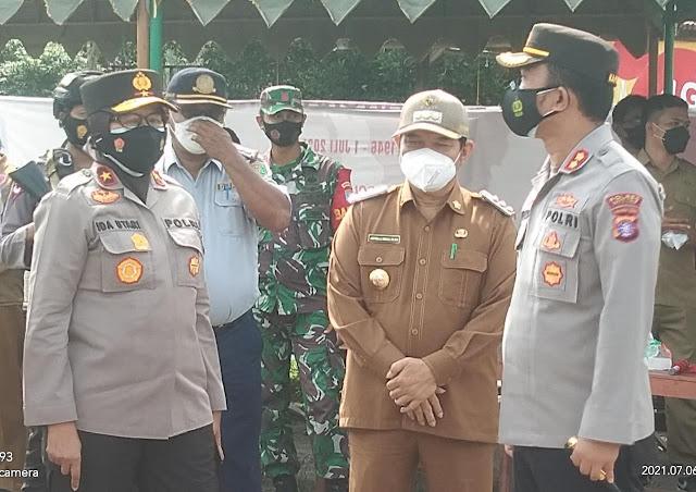 Bupati Bartim Dampingi Peninjauan Wakapolda Kalteng Terkait PPKM Darurat