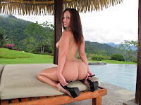 In The Crack 800 Jada Stevens Complete Full Size Picture Set