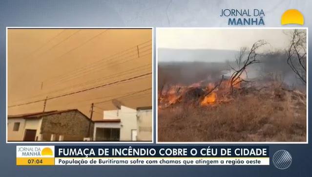 Fumaça de incêndio em vegetação cobre céu do município de Buritirama (Foto: Reprodução/TV Bahia)