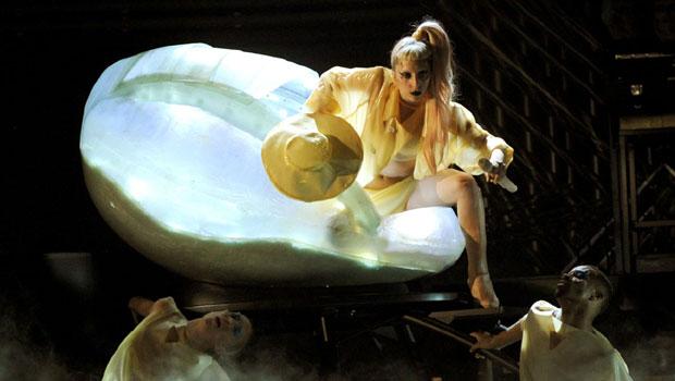 Lady-Gaga-Egg-Performance.jpg