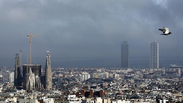 El Gobierno español aprueba un decreto para facilitar la salida de las empresas de Cataluña