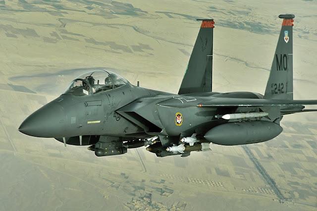 F-15E της 391ης Μοίρας Μαχητικών με βαρύ φορτίο πάνω από το Αφγανιστάν