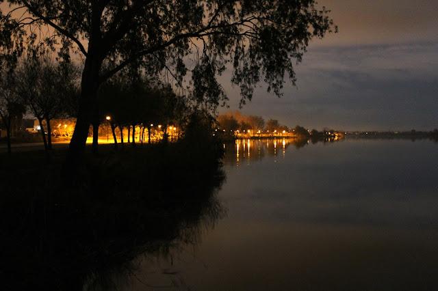 Vista nocturna en el Delta del Ebro