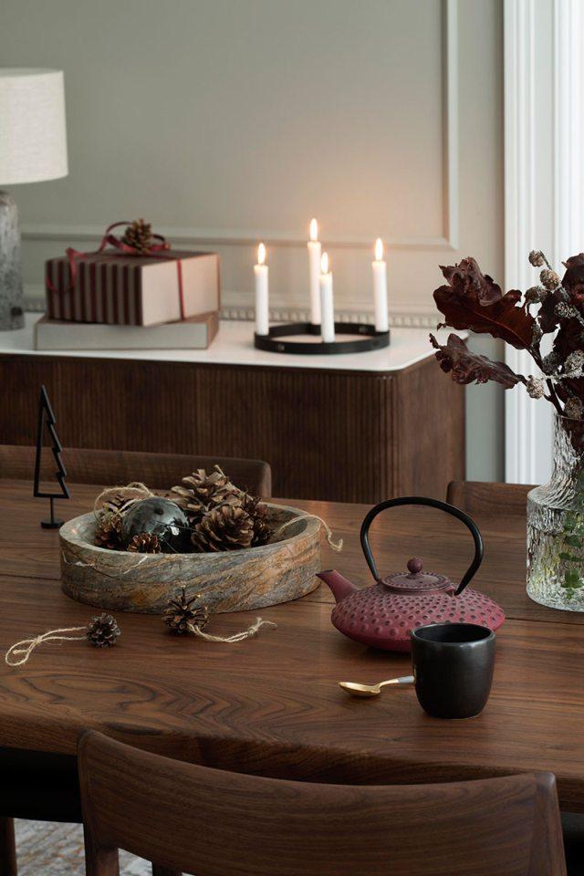 Natale in una casa elegante sui toni del verde pastello