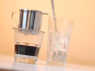 cara-minum-kopi-vietnam.jpg