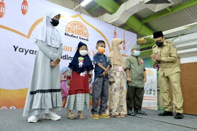 Yayasan KUM Fasilitasi 100 Anak Yatim Belanja di Supermarket