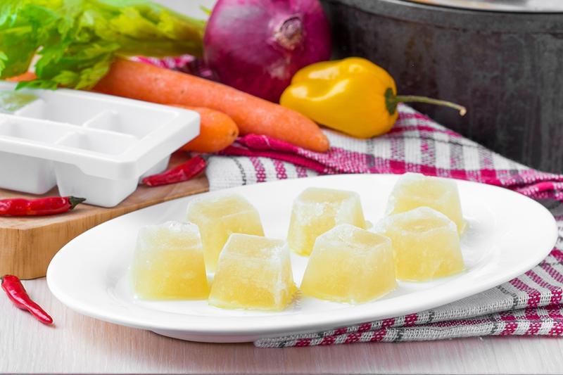 Ev yapımı tavuk suyu ile  daha lezzetli ve iştah açıcı yemekler