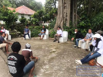 perkenalan dan sharing pendapat bersama masyarakat pulau pardopur atau sibandang