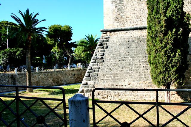 castello, palme, giardini pubblici, monumento