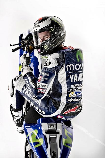Foto Tampak Atas Jorge Lorenzo Berpose Mengendarai Yamaha YZR-M1 Terbaru 2016