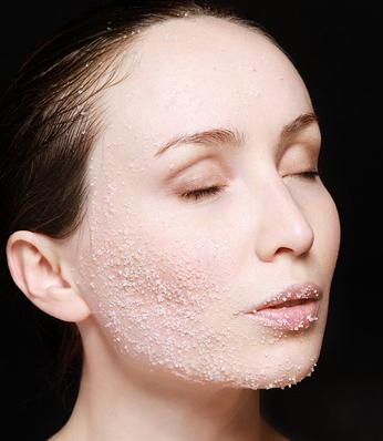 أهم المواد الطبيعية لتقشير بشرة وجهك  https://www.womenbeautifull.com/