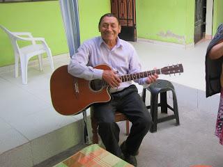 Juan Victor Chuquiruna Arteaga werd 74 jaar. Hij was een fitte, vrolijke man. Hij is voorganger geweest, als een vader voor velen, onder anderen voor de 9 kleinkinderen die bij hem in huis woonden.