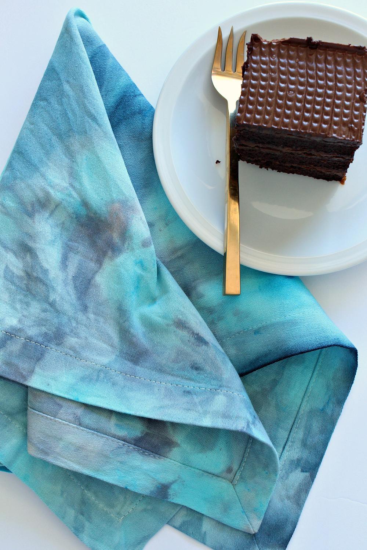 Ice Dyed Napkin DIY | @danslelakehouse