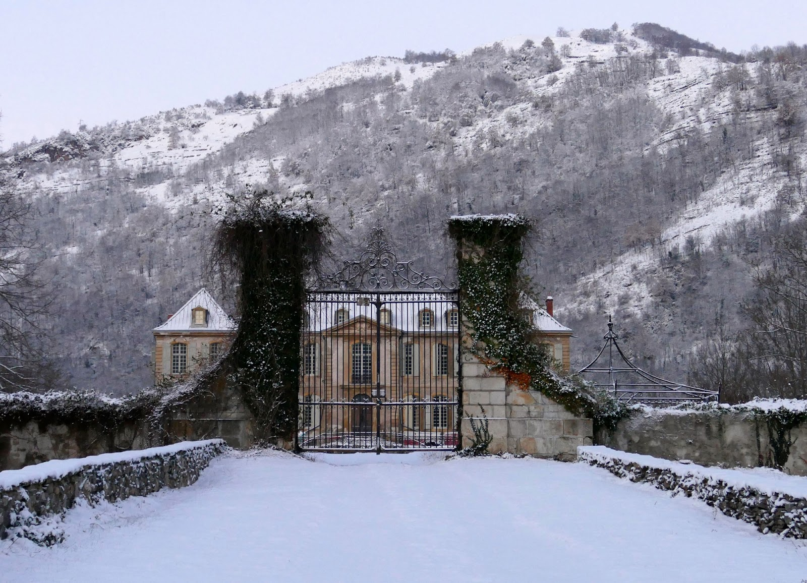 Exterior of Chateau Gudanes in winter with mountains of Verdun
