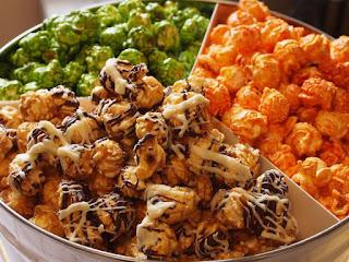 snack yang sealu ada di setiap bioskop ini begitu identik dengan penonton film di seluruh Kenapa Popcorn Menjadi Makanan Populer di Bioksop? Ini Fakta Sejarahnya!