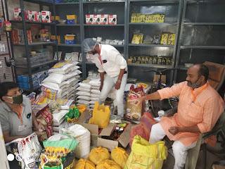 जौनपुर : जरूरतमंदों की लगातार सेवा कर रहे हैं भाजपा नगर दक्षिणी के पदाधिकारी | #NayaSabera