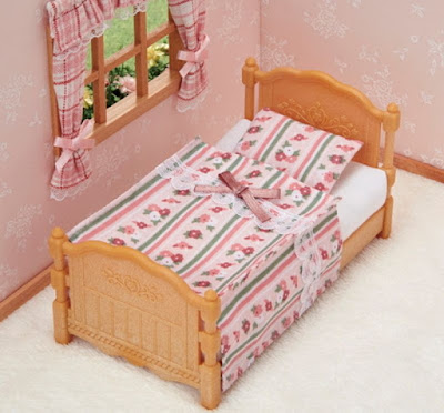 Игрушечная кроватка для маленьких фигурок Calico Critters Bed Comforter Set 2019