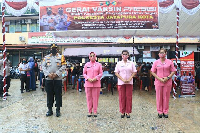 Gerar Vaksin Presisi, Ratusan Warga Datangi Polresta Jayapura Kota