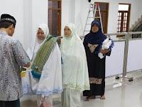 Cegah Covid-19,  Masjid Latifah al Jabbar  Maguwoharjo  Bagi Vitamin Jamaah