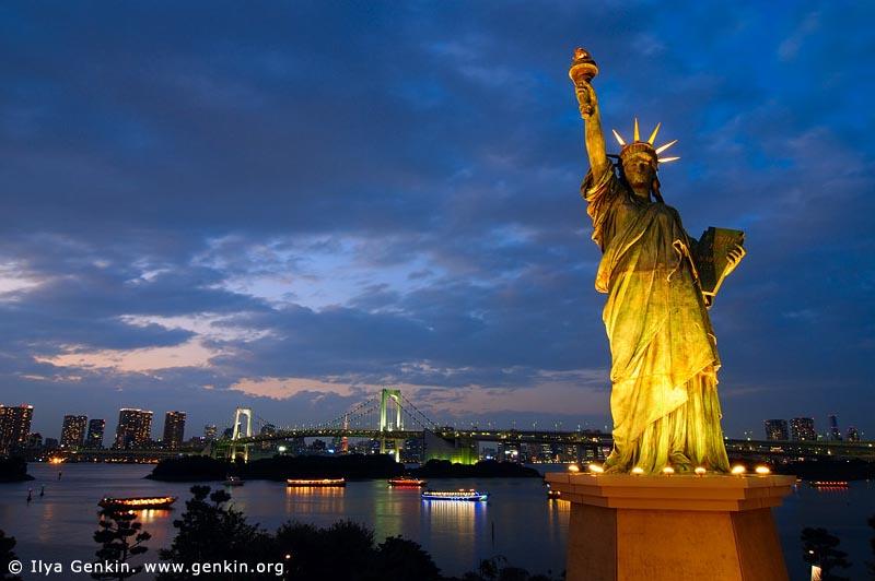 Sunil Shetty Car Wallpaper Encyclopedia Liberty Statue At Night
