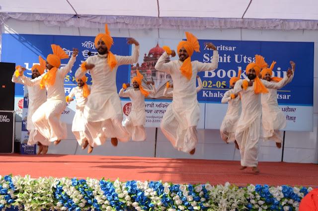 Punjabi Folk Dance Jhoomar
