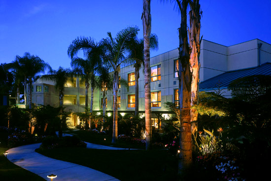 Book a room at Sheraton La Jolla Hotel for revitalizing accommodations, flexible conference venues and access to world-famous beaches and attractions.