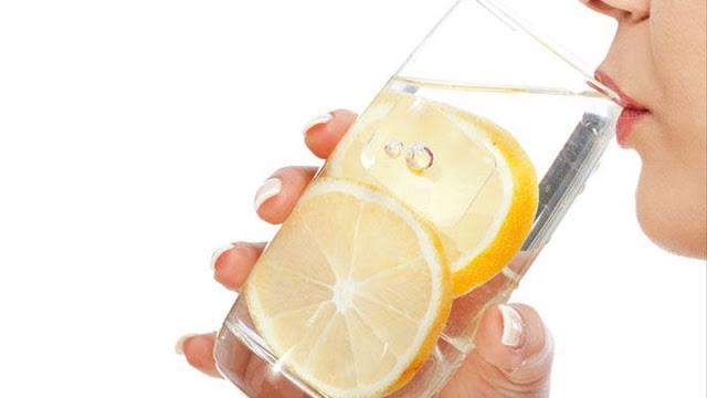 Agua de limon contra la sed