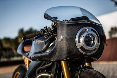 Arpilia RSV 1000 Custom light Cafe Racer