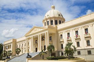 El presidente Danilo Medina promulgó la Ley 69-19, mediante la cual designó con el nombre del Doctor Artagnan Pérez Méndez el edificio que aloja al Palacio de Justicia  de Moca,