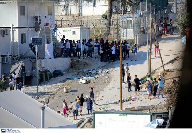 """ΟΗΕ: """"Μεταφέρετε άμεσα πρόσφυγες στην ηπειρωτική χώρα"""""""