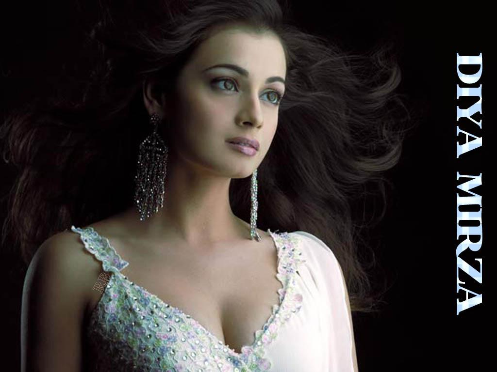 Hot Bollywood Actress Dia Mirza-6068