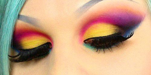 maquillaje rainbow sexy para noches de fiesta