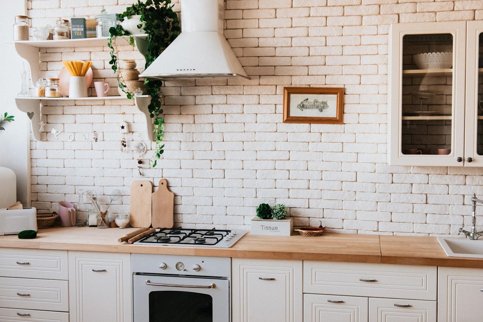 Op deze manier kun je een kleine keuken gezellig inrichten