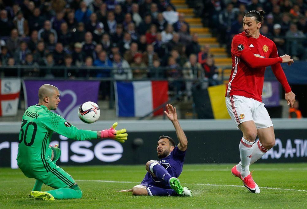 مورينيو يتحدث عن إمكانية عودة إبراهيموفيتش إلى مانشستر يونايتد