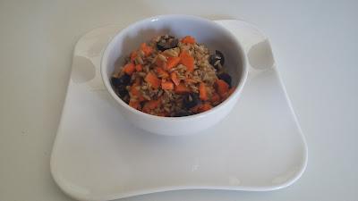 Avena en ensalada con zanahorias, aceitunas negras, cominos y aliño de limón