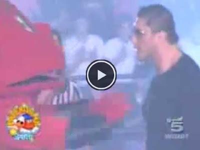 Il Gabibbo nell'incontro di wrestling contro Batista