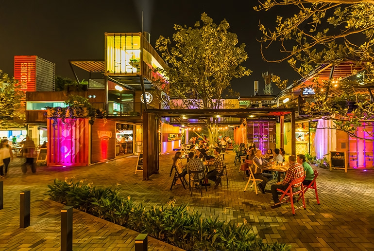 04-Shipping-Container-Architecture-6-Restaurants-in-the-Contenedores-Food-Place-www-designstack-co