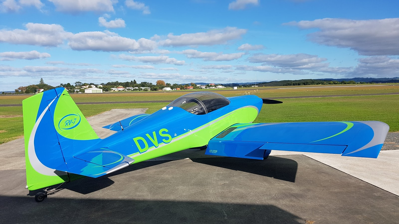 543b01921e Now Dean has sent photos of his aircraft painted in an attractive swirly  colour scheme